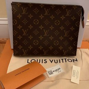 🆕Authentic Louis Vuitton toiletry 26
